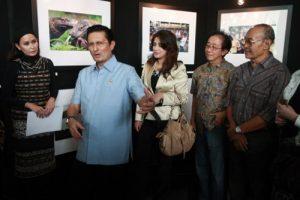 02. Fadel Muhammad menutup Pameran Foto Komodo di Gedung TRANS TV Jakarta (16-6-11)