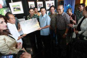 03. Fadel Muhammad menutup Pameran Foto Komodo di Gedung TRANS TV Jakarta (16-6-11)