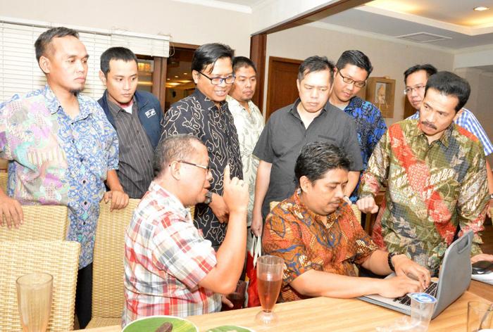 2. Onno Widodo Purbo dlm Pembahasan Roadmap TIK Nasional & Kriteria Menteri TIK
