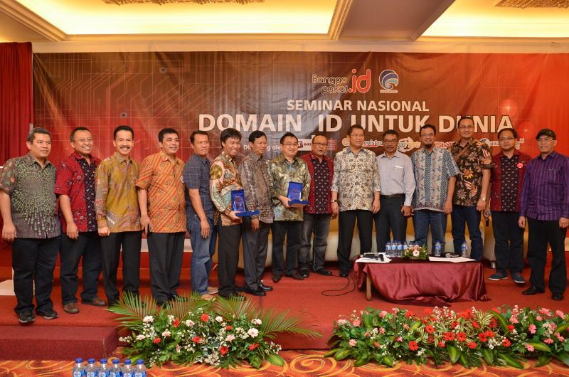 Foto Bersama di acara domain-id