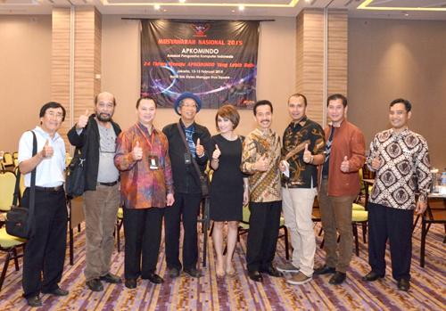 04. Ketum & Sekjen DPP Apkomindo foto bersama beberapa DPA DPP Apkomindo & Ketum KOMISI