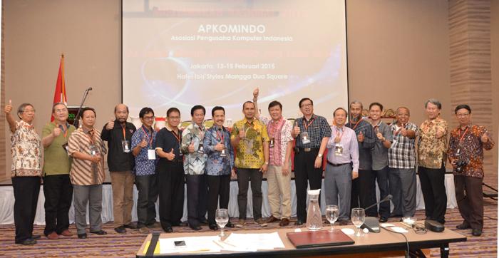 2. Foto Bersama Pengurus DPP dan DPA Apkomindo 2015-2018