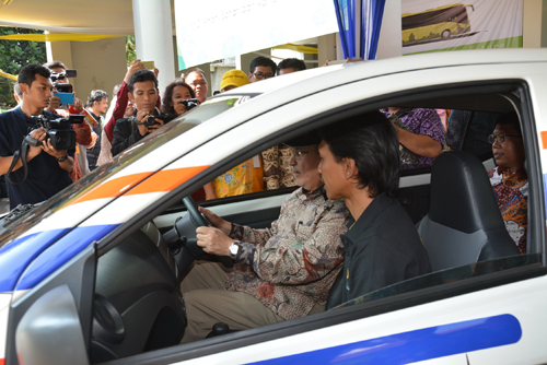 Rektor UI saat test drive City Car MEV 03