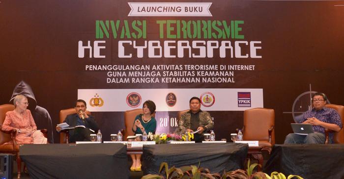 03. Peluncuran Buku Invasi Terorisme ke Cyberspace